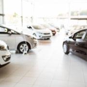 Automobili in autosalone